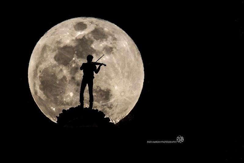 صور للقمر كيوت 2021 اجمل صور خلفيات قمر وبنت جميلة للايفون